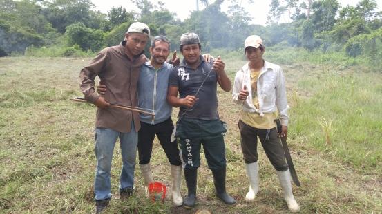 Chicos locales del Campamento.