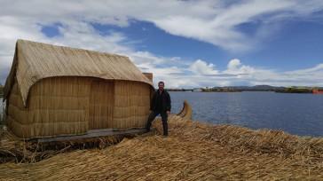 Isla de los Uros hechas de Totora. Perú.