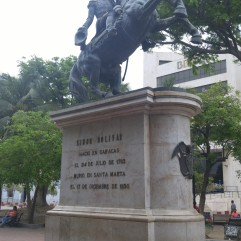 Estatua Simón Bolívar.