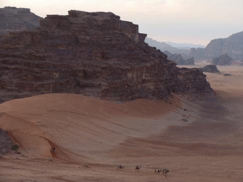 Beduinos en el desierto de Wadi Rum.
