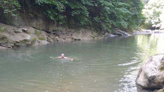 Un baño en el río.