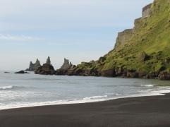 Playa de Vik y los tres Trolls a lo lejos.